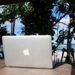 南の島で海を見ながらMacをひらいて優雅に作業したいなぁ、、ってやつを実際にやってみた