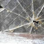 窓ガラス割れたらどうしよう…。台風で窓ガラスって割れるの?